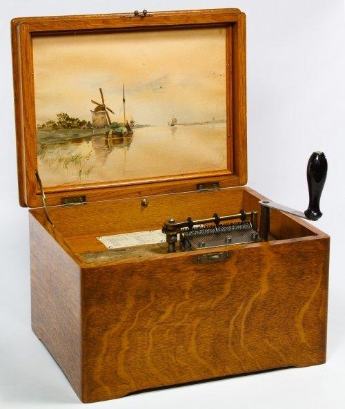 Regina Oak 8-inch Disk Music Box