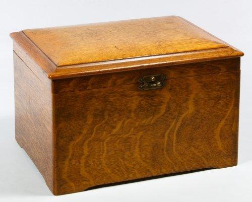 Regina Oak 8-inch Disk Music Box - 2