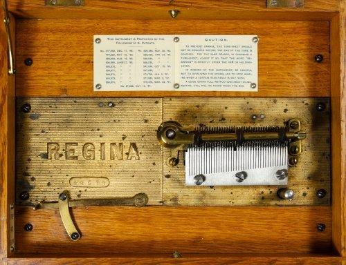Regina Oak 8-inch Disk Music Box - 3