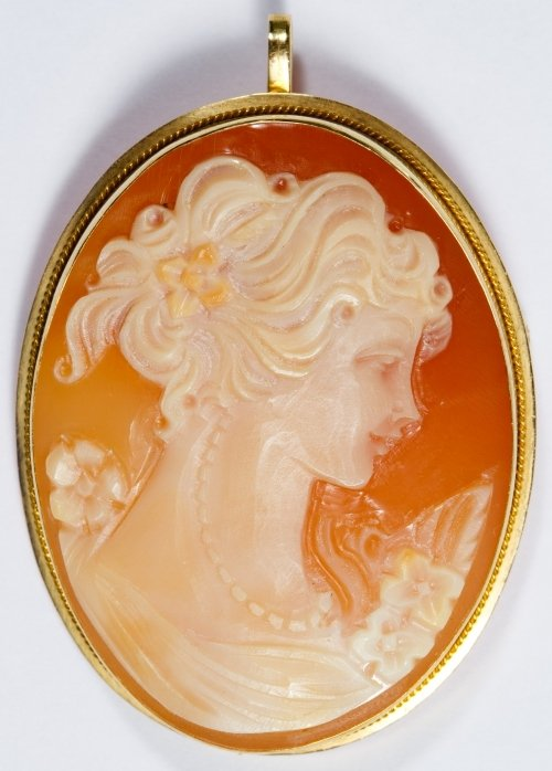 18k Gold Framed Carved Shell Cameo Pin / Pendant