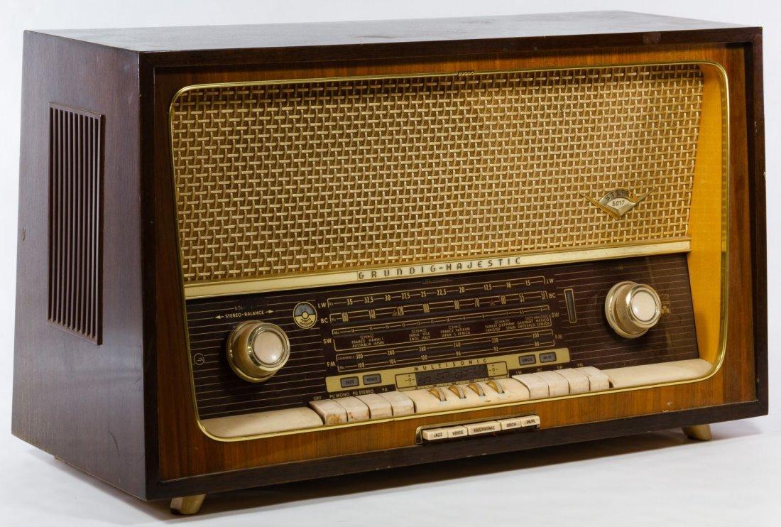 Grundig Majestic Multi-Sonic Radio