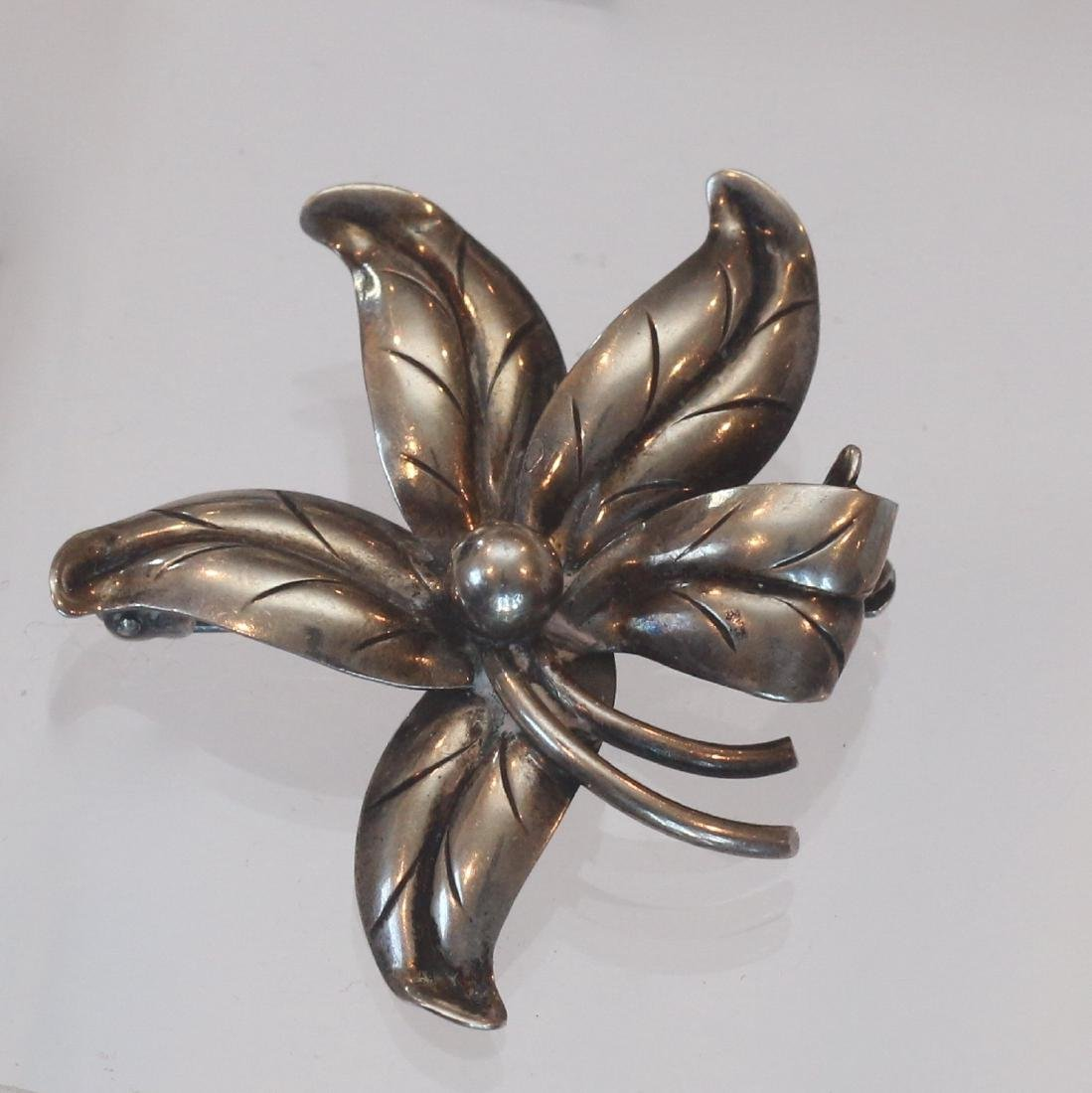 STERLING SILVER VINTAGE BROACH