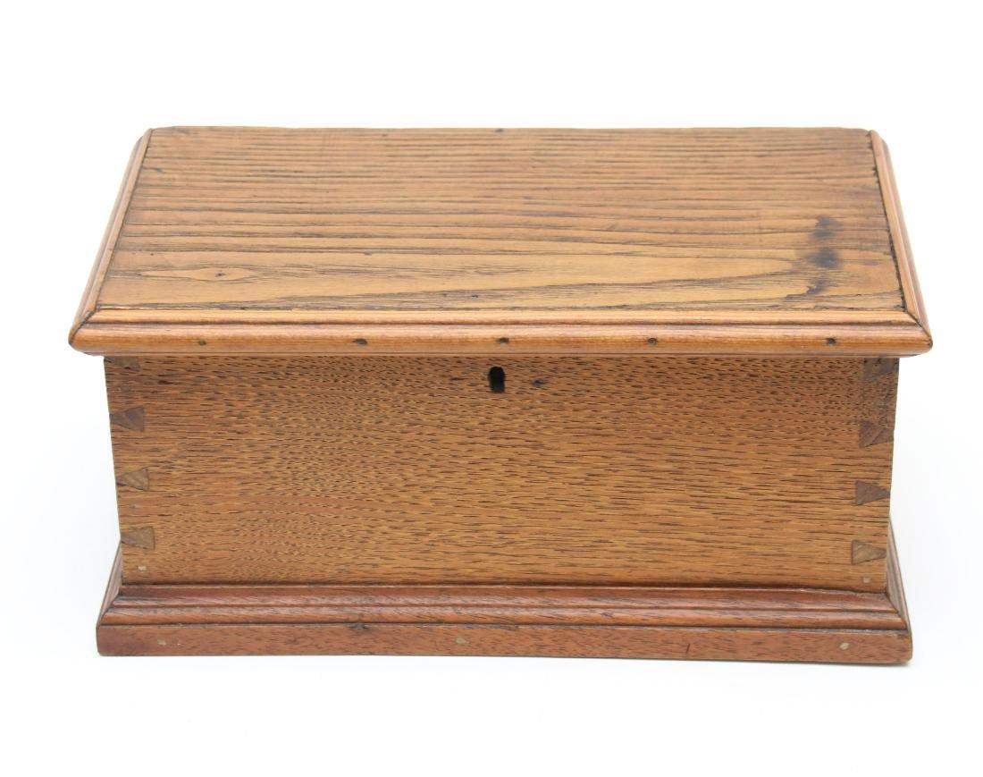 MINIATURE OAK LIFT LID BOX