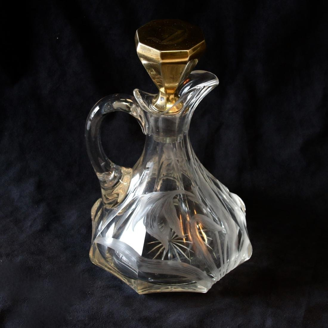 GRAVIC CUT DECANTER
