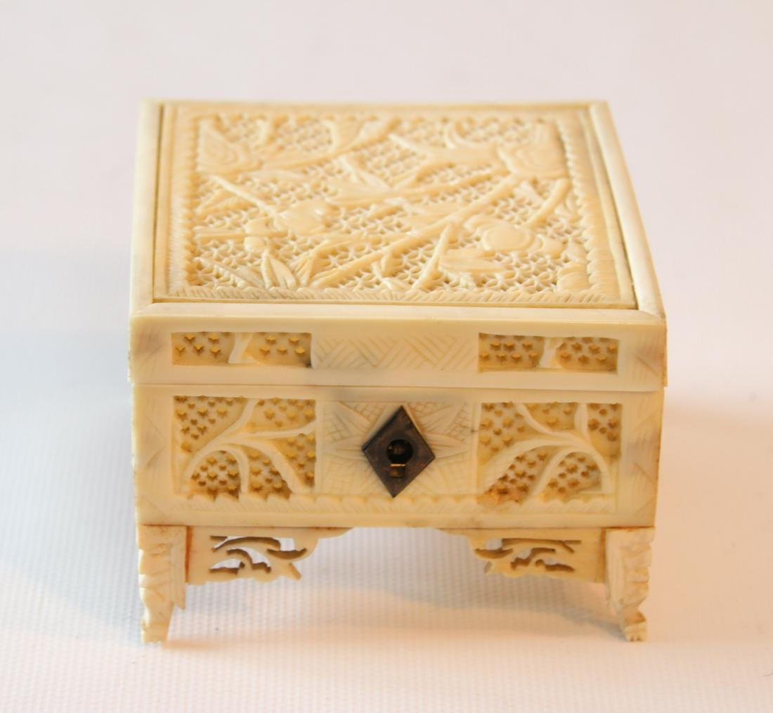 CHINESE CARVED CRICKET BOX