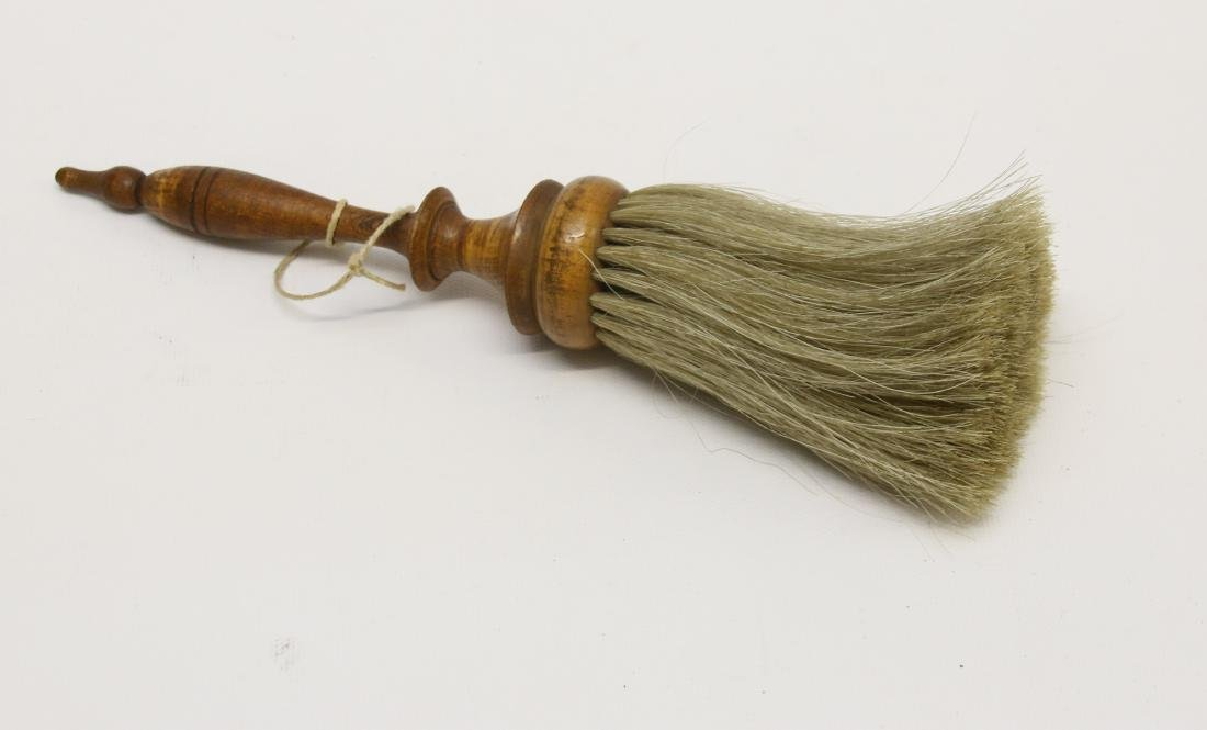SHAKER BRUSH WITH HORSE HAIR BRISTLES