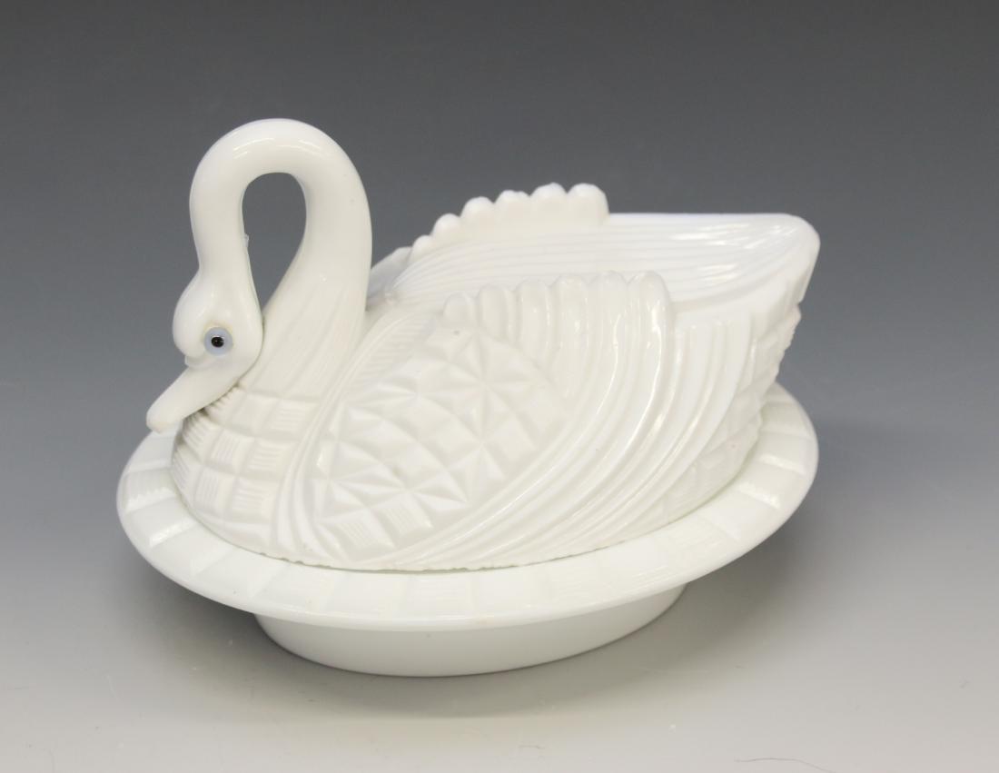 MILK GLASS SWAN