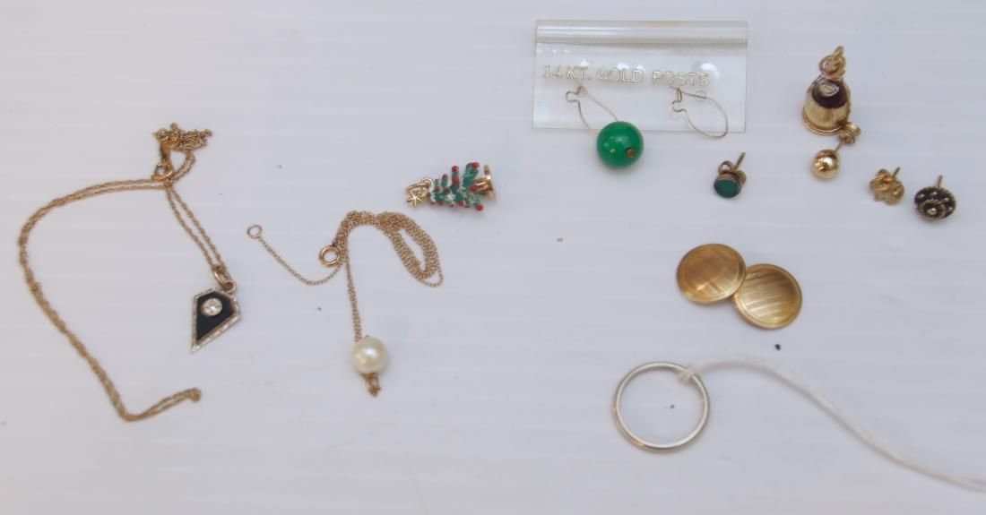 GROUP LOT OF GOLD JEWELRY