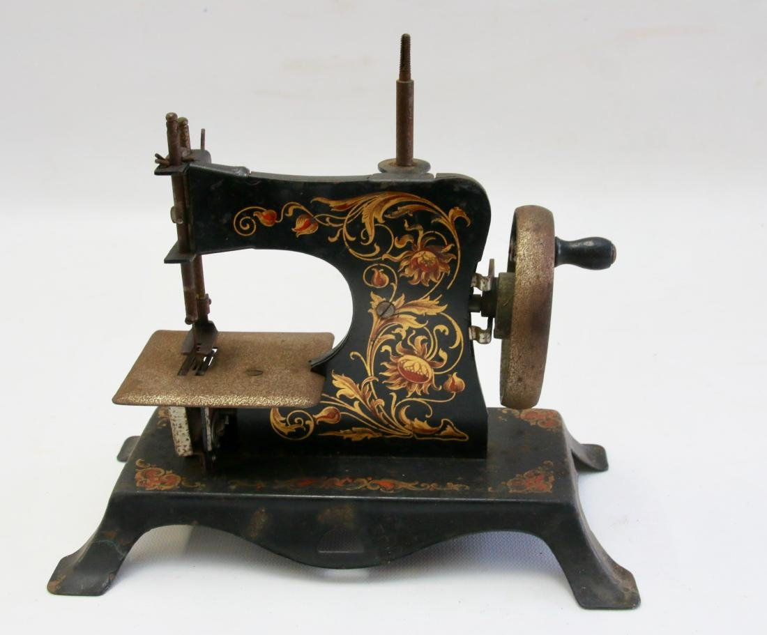 MINIATURE CHILDS SEWING MACHINE - 2