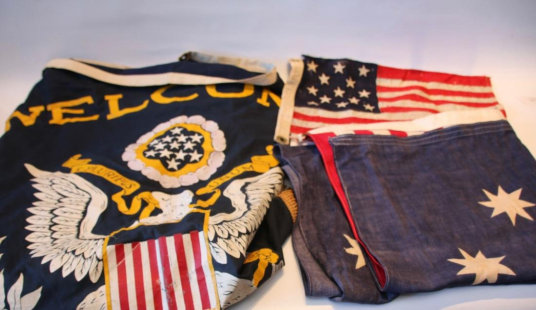 GROUP LOT OF AMERICAN FLAGS