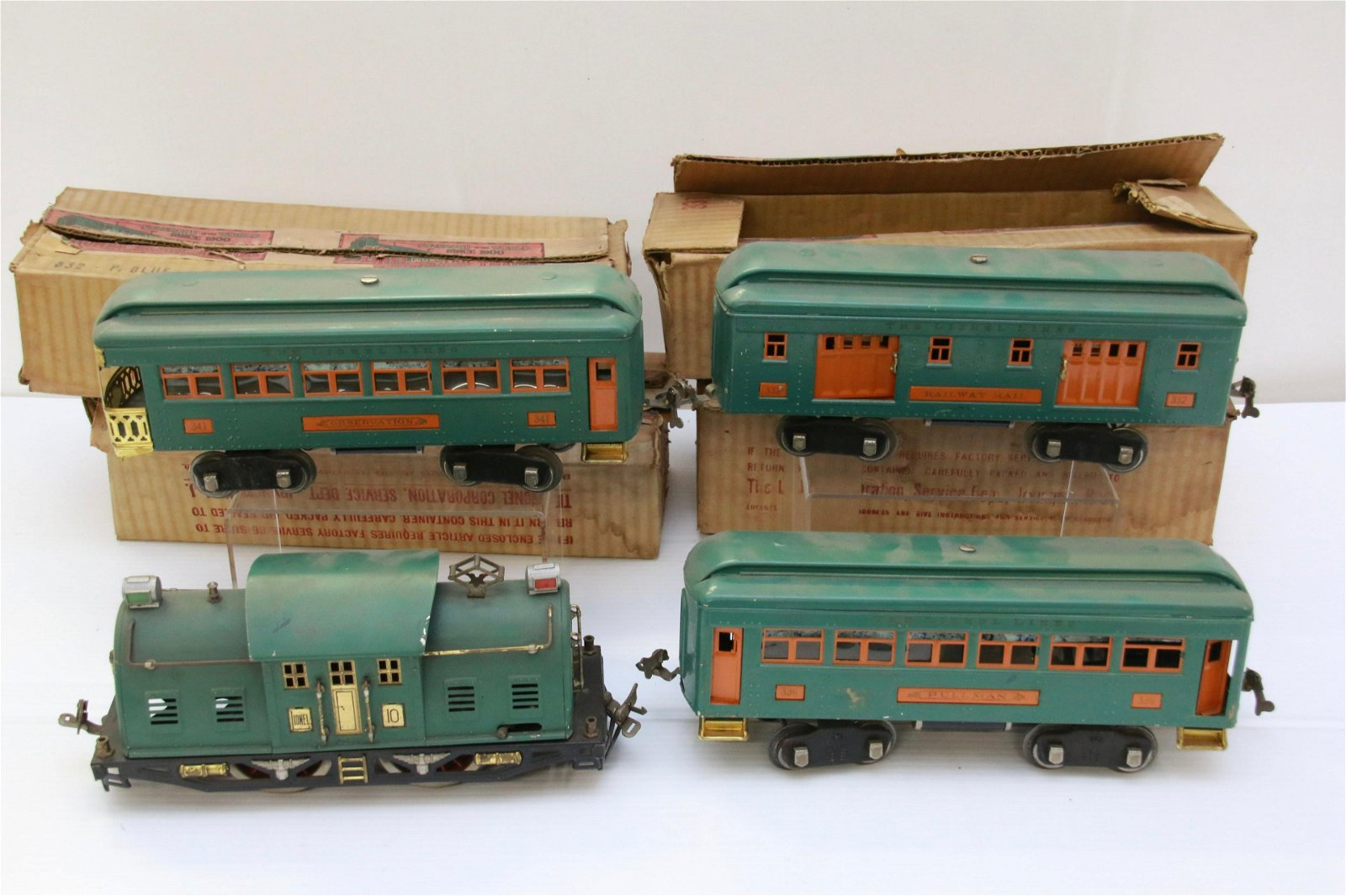 FOUR PIECE LIONEL TRAIN 10 PASSENGER SET IN PEACOCK AND