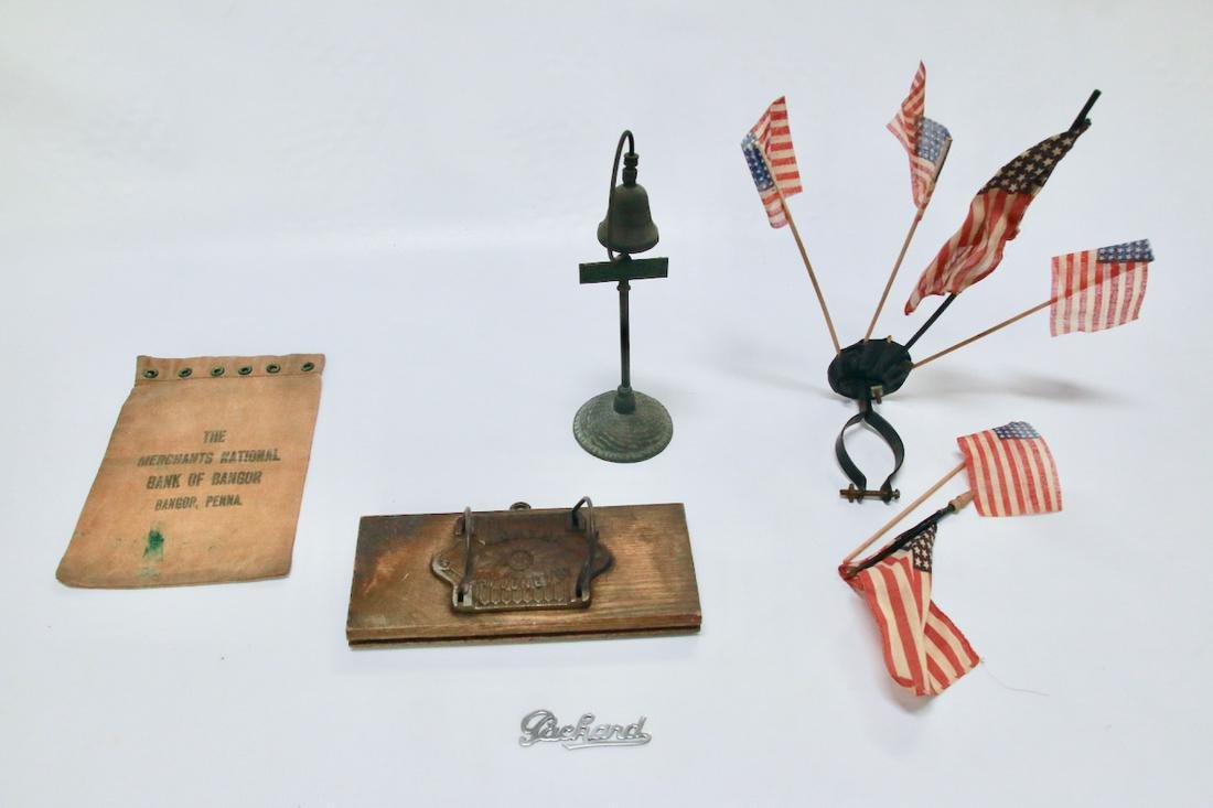 GROUP LOT OF SMALLS INCLUDING AMERICAN FLAGS