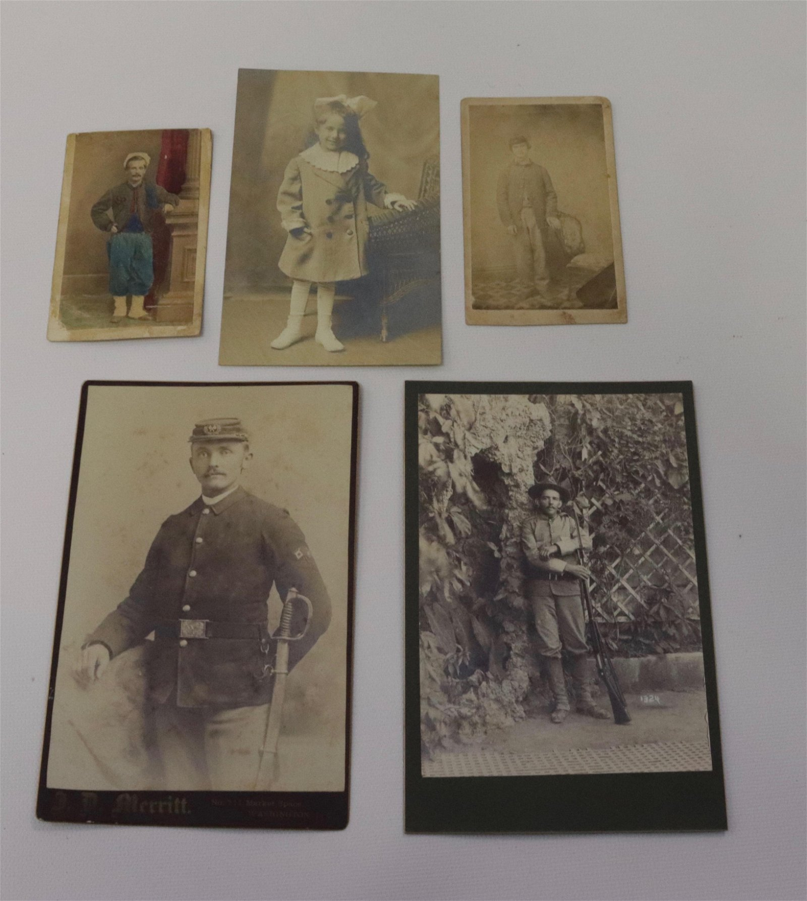 GROUP LOT OF VINTAGE PHOTOGRAPHS