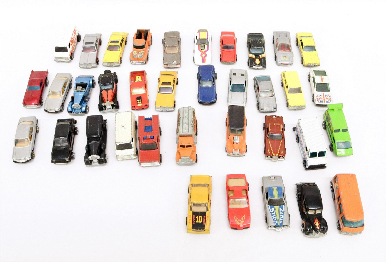 GROUP LOT OF HOT WHEELS TOY CARS