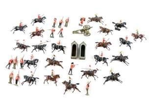 GROUP LOT OF BRITISH LEAD SOLDIERS