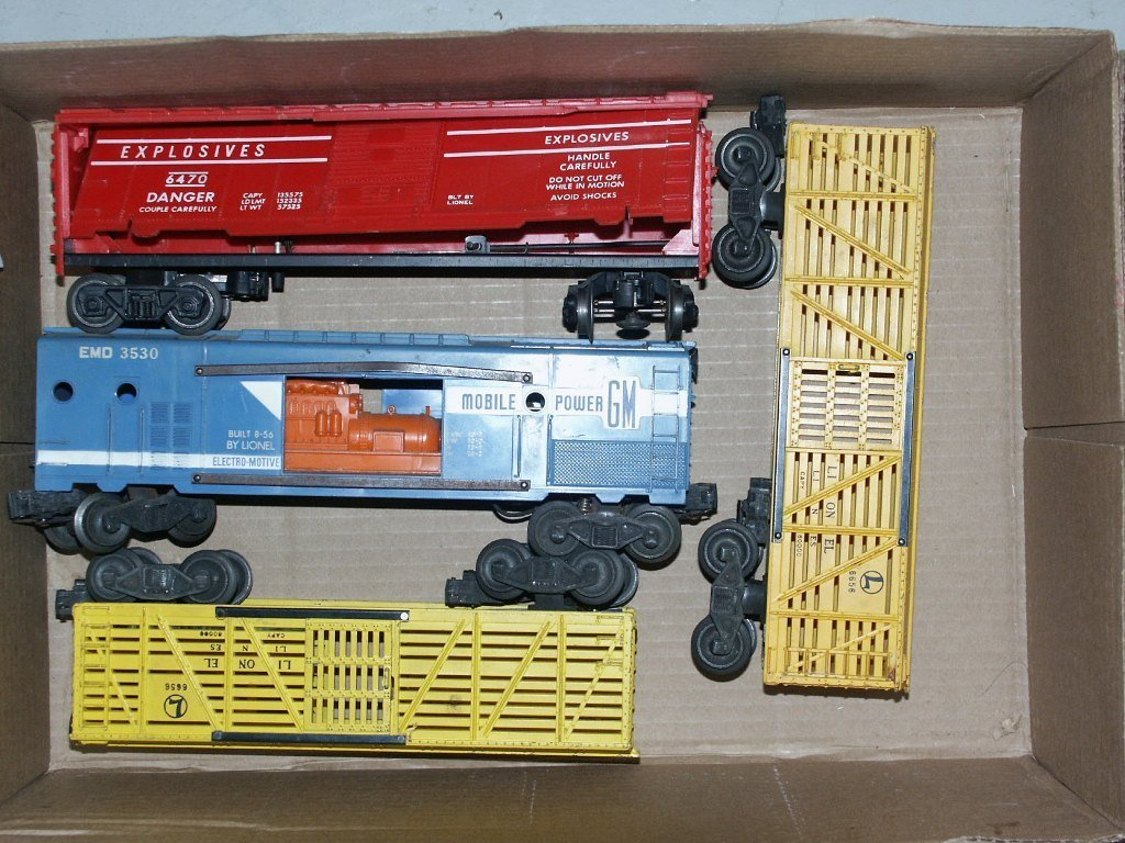 3: BOX LOT OF LIONEL ITEMS