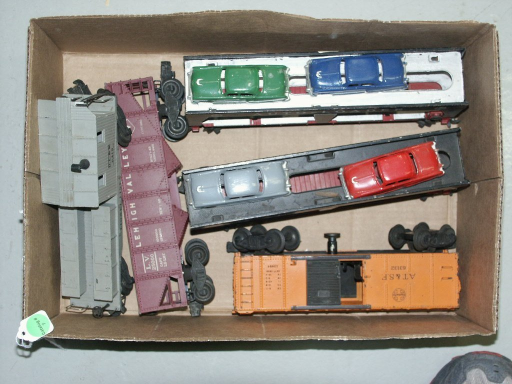 7:  BOX LOT OF TRAIN ITEMS (2) 6414, 3464, 6456, AND 64