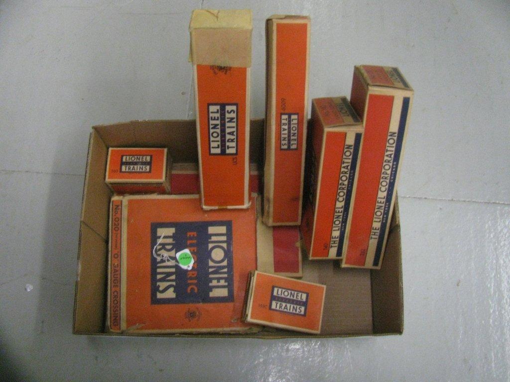 8:   BOX LOT OF TRAIN ITEMS 252, 140, 6009, 020, 260, A