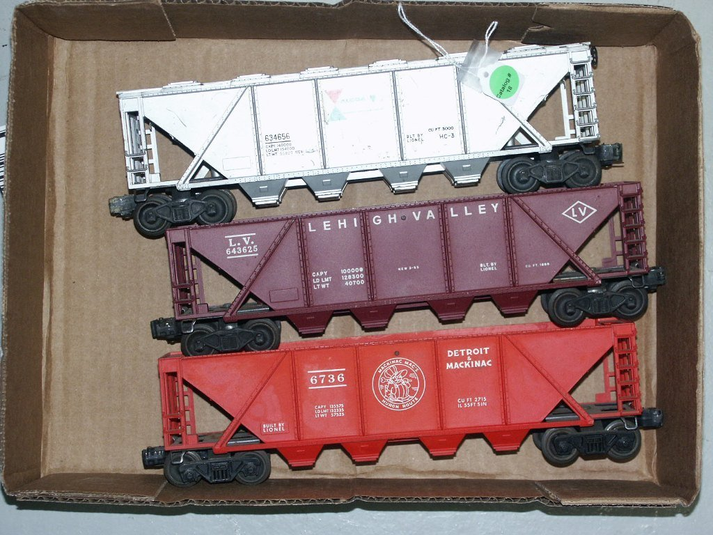 18:   BOX LOT OF LIONEL ITEMS 3625, 6736, AND 4656 LOT
