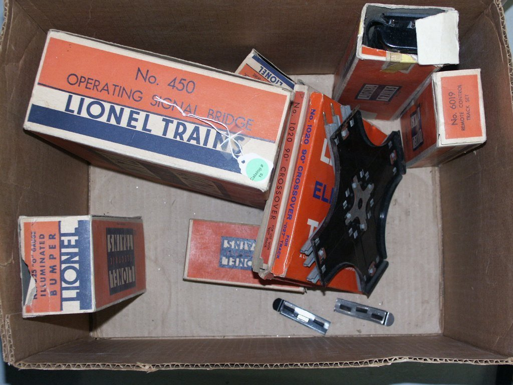 19:   BOX LOT OF TRAIN ITEMS 6019, 250, 95, AND MISC. I