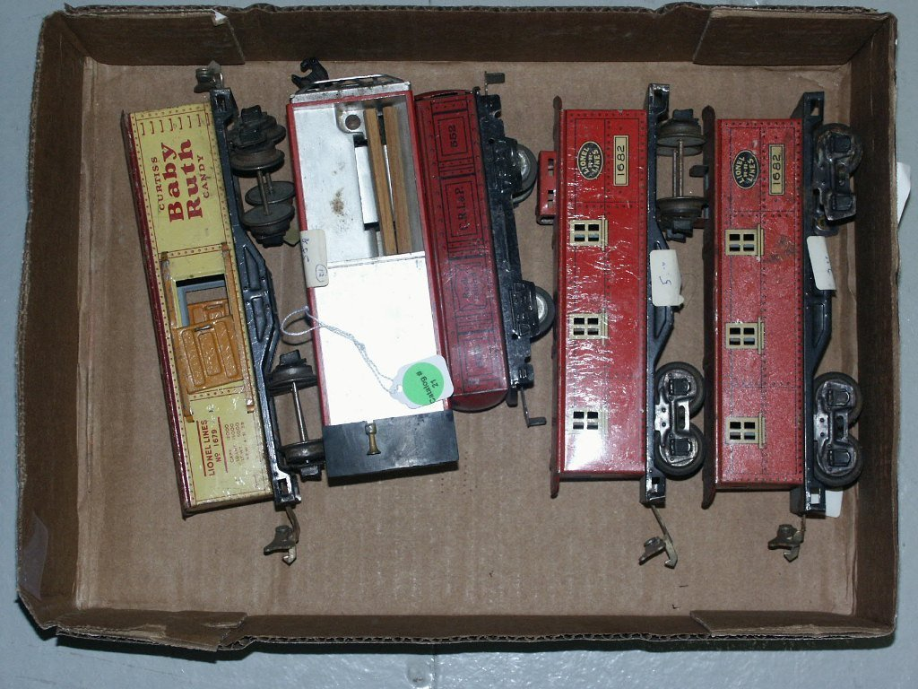 21:  BOX LOT OF TRAIN ITEMS (2) 1682, 552 MARX, 55, AND