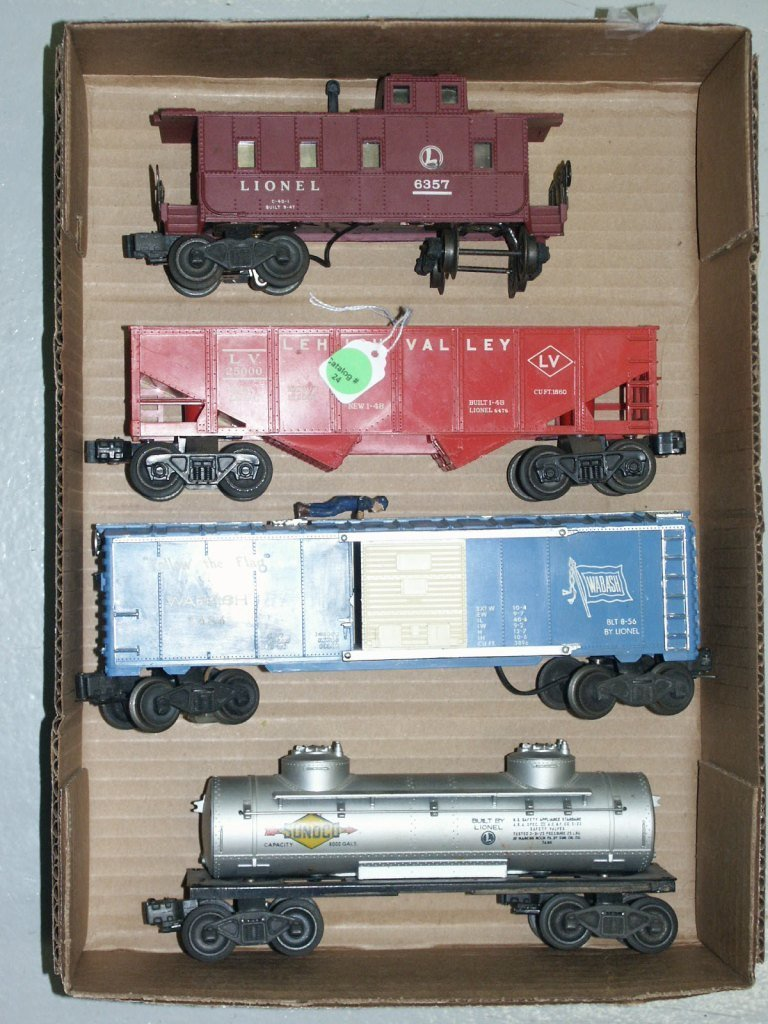 24:  BOX LOT OF TRAIN ITEMS 6465, 3424, 6476, AND 6357