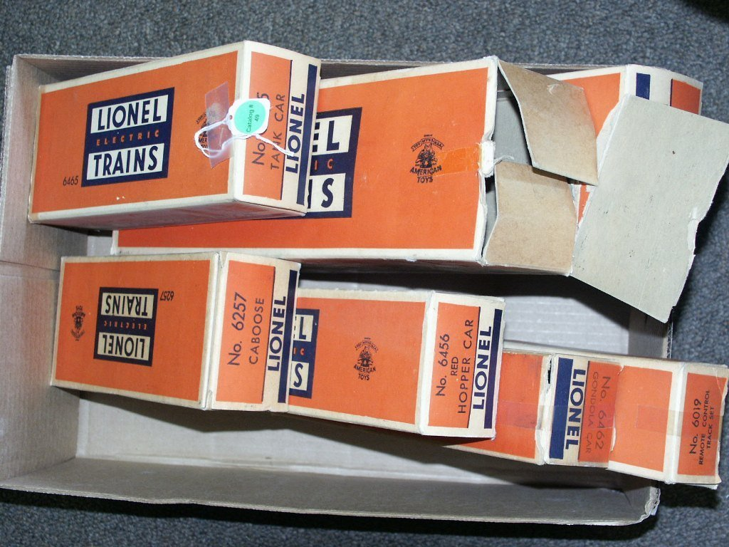49: BOX OF LIONEL ITEMS 6257, 6456, 6462, 6465, 6026, A