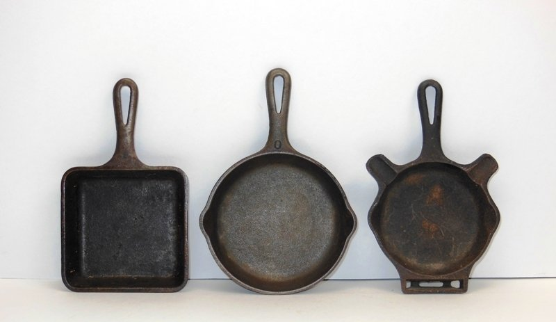 11: Griswold 3 Small Skillets