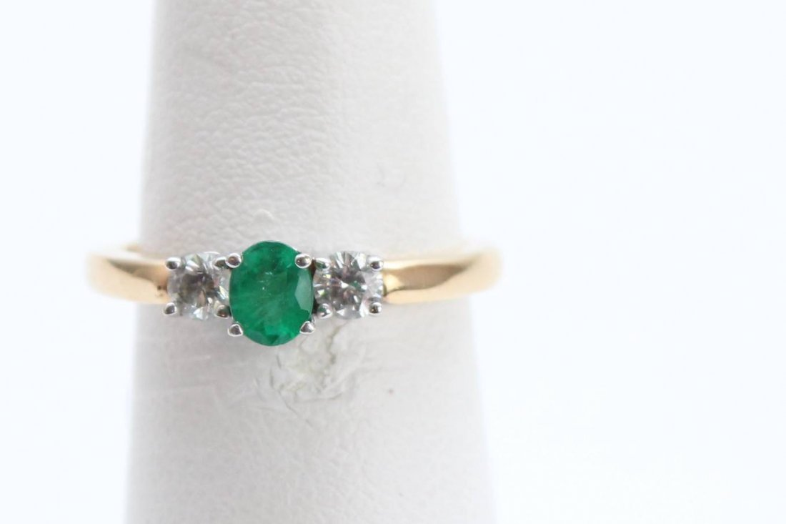 14K EMERALD - DIAMOND RING