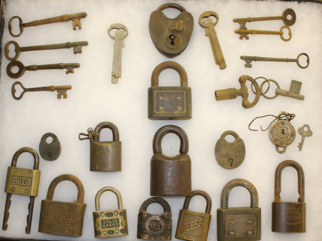 GROUP OF EARLY KEYS AND LOCKS