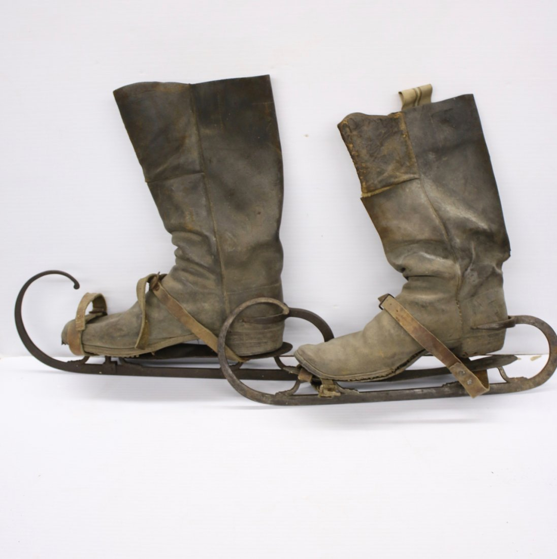 PR. EARLY LEATHER BOOTS WITH ICE SKATES