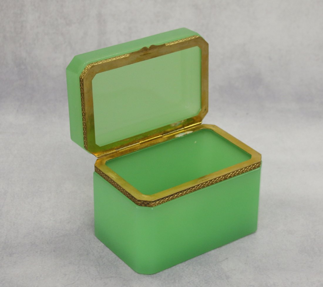 FRENCH OPALINE GLASS BOX - 2