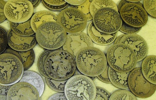 5: A lot with 10 Barber Quarters- Circulated items  e