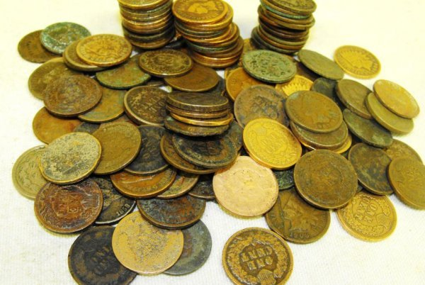 11: Lot of 100 Indian Head Pennies-