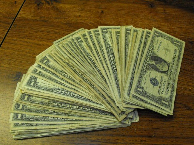 8S: Lot of 100 Silver Certificates