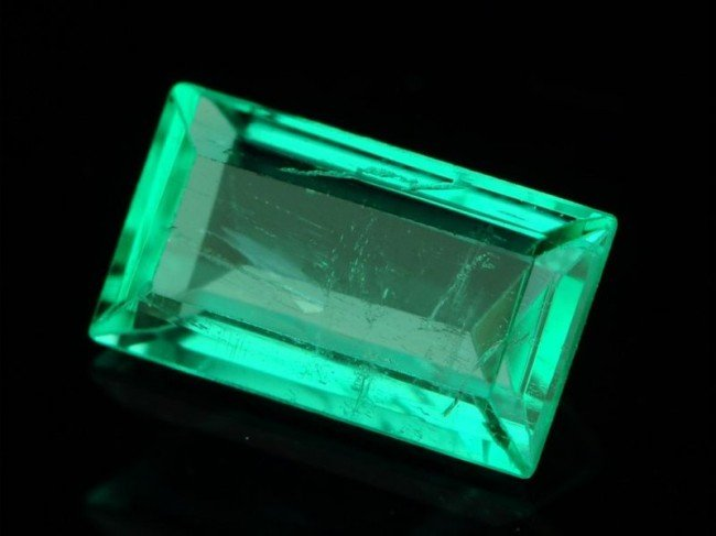 5N: 1/4 ct. Natural Columbian Emerald STUNNING