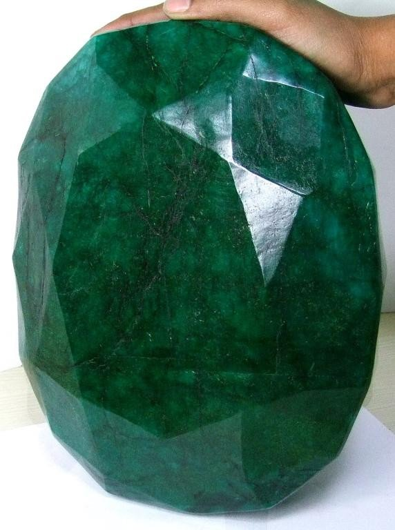 1Z: 65,500 ct - World Largest Faceted EMERALD Gem