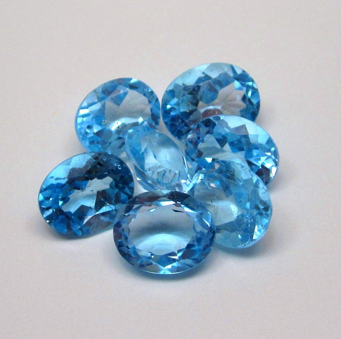 7J: A lot of approx. 25 cts. Blue Topaz