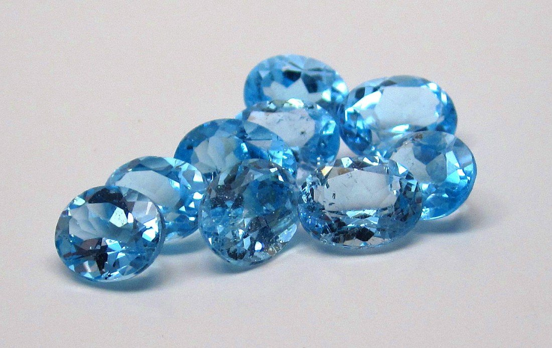 11J: A lot of approx. 25 cts. Blue Topaz