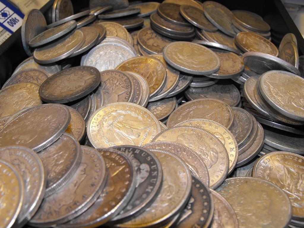 8R: (100) Morgan Silver dollars