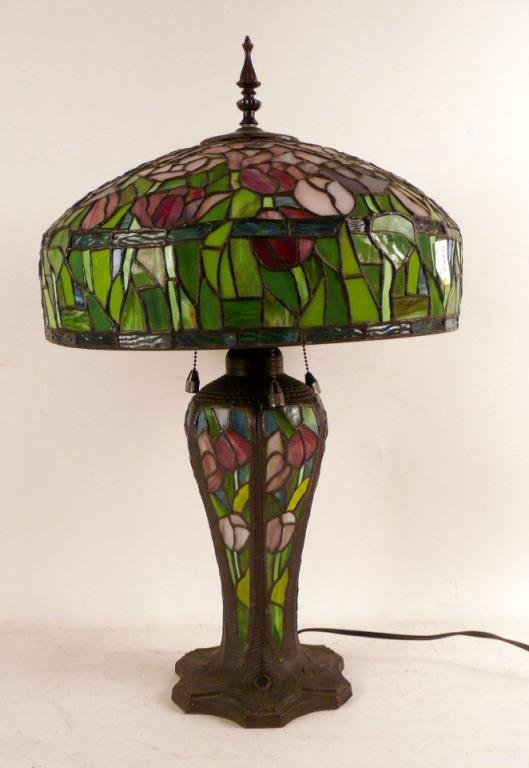 8Y: Stained Glass Table Lamp