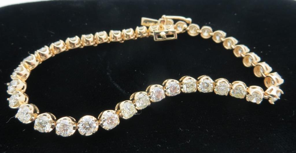 $17,290 GG App. Graduated Diamond Bracelet