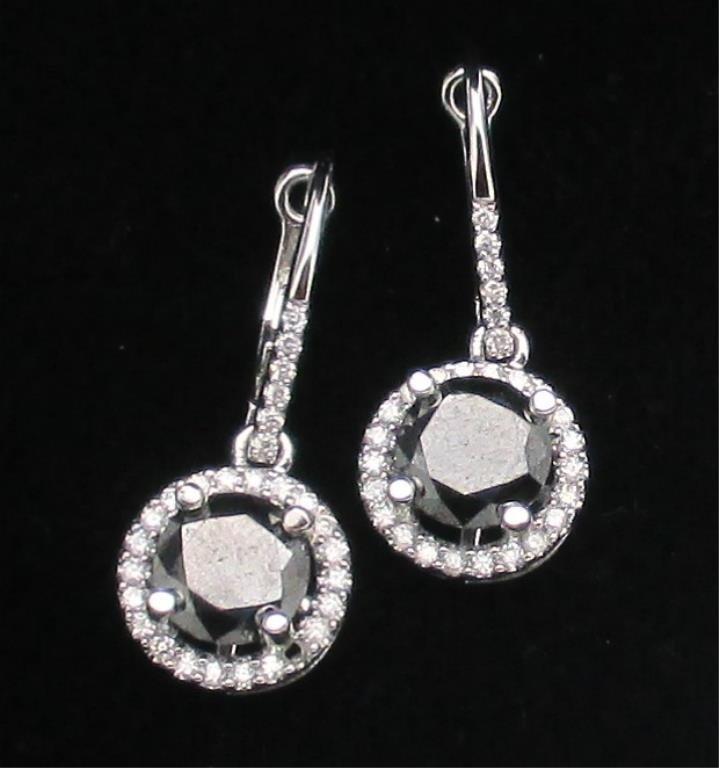 $4,250 GG GIA APP. Black/Wht Diamond E/R 3.72 cts