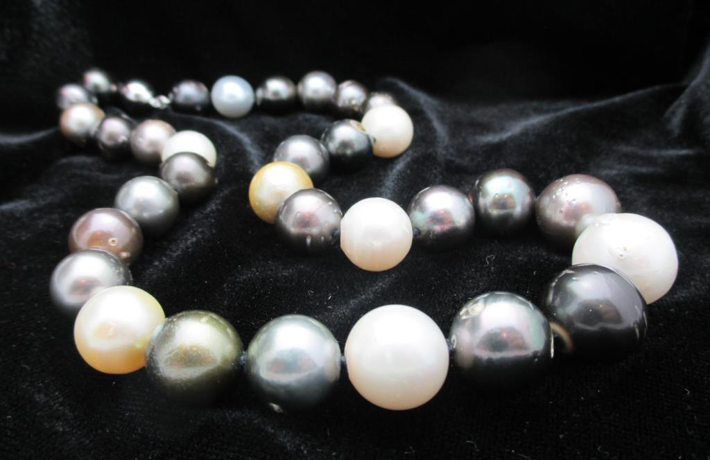 $18,104 GG GIA APP. So. Sea Pearls Multi Color