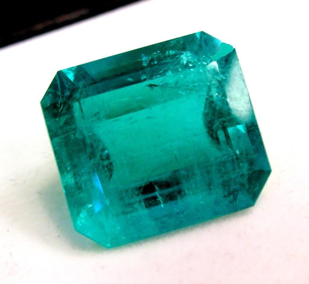 Exceptional 17.07 ct. Emerald Gemstone