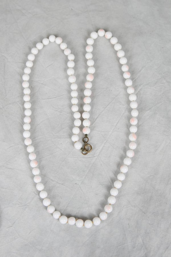 2313: VINTAGE ANGELSKIN CORAL BEAD NECKLACE 30 INCH
