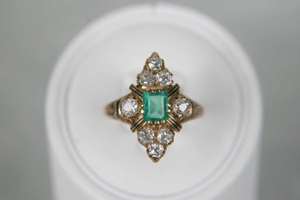 2500: ANTIQUE VICTORIAN 18K EMERALD DIAMOND & ENAMEL RI