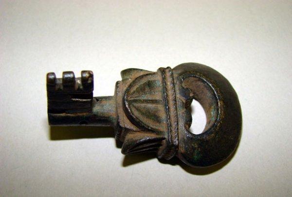 202: Roman, c. AD 200 - 300. An ornate bronze door key