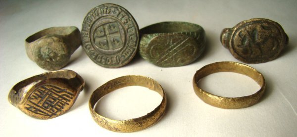 518: A lot of 6 bronze rings, Hellenistic to Islamic.