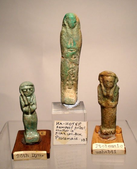 10: A lot of 3 faience ushabtis. The first is Ptolemaic
